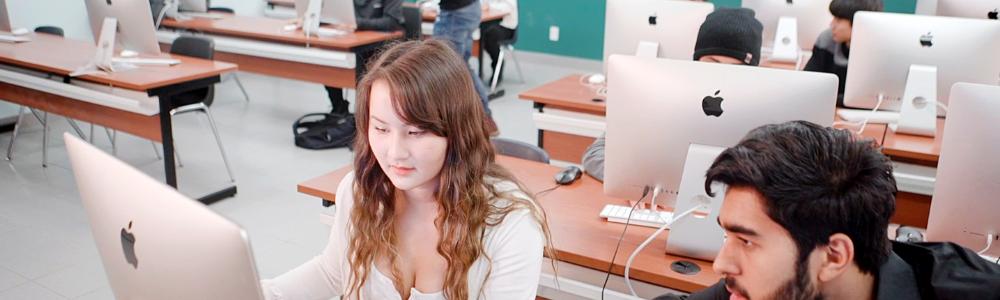 digital-marketing-students-in-a-classroom